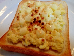❤卵サラダ*ベビーチーズ*揚げ玉のトースト❤