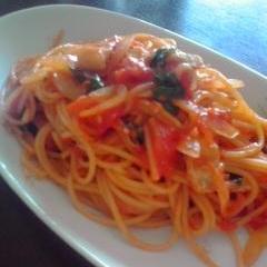 豚トロとバジルのトマトソーススパゲティ