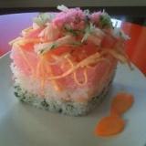 お雛様に、ひし餅風ちらし寿司