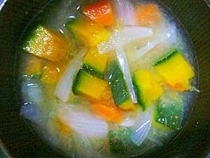 【今日の一汁】玉ねぎと人参とかぼちゃのお味噌汁