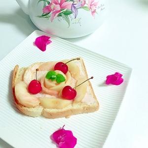桃とさくらんぼのトースト