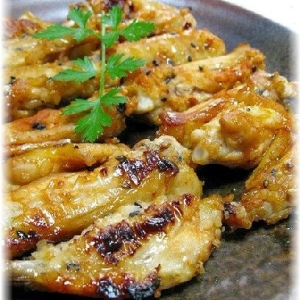 醤油麹で鶏手羽中のピリッと照り焼き