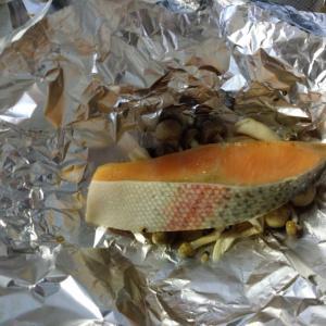 オーブントースターでお手軽♪しめじと鮭のホイル焼き