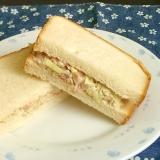 コンビーフハッシュとキャベツのサンドイッチ