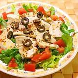 サラダチキンとブラックオリーブのサラダ
