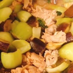 青梗菜と豚バラのピリ辛中華炒め
