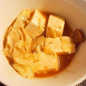 レトルトカレーで♪ キャベツと豆腐鍋