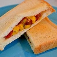 朝食にぴったり☆ウインナーとコーンのチーズサンド
