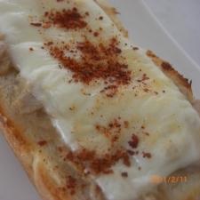 喫茶店で食べたシーチキンのトースト