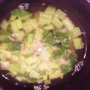 【具材に合わせてダシを変える】小松菜のお味噌汁