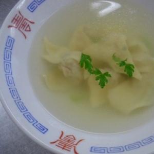 あっさりツルツル☆シンプルなワンタンスープ