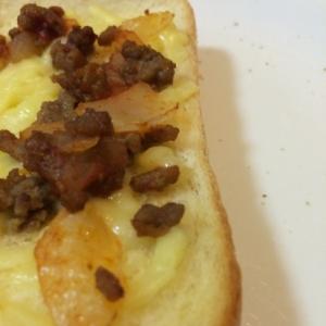 ミンチと玉ねぎねトースト