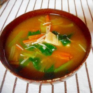 小松菜、えのき、人参の味噌汁