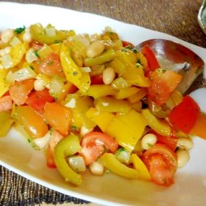 パプリカのソテーと大豆とトマトのサラダ