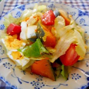 カボチャとゆで卵のレタスサラダ