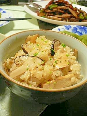香り豊かな秋の味覚「松茸ご飯」