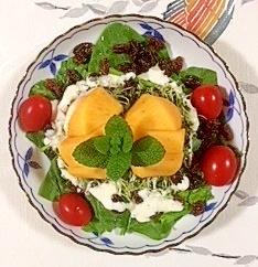 ほうれん草にレーズン、柿を入れて、サラダ