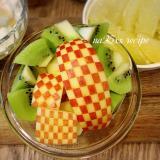 お弁当に!市松模様のりんごの飾り切り