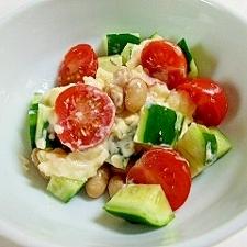 コロコロ大豆とキュウリとトマトのタルタル和え
