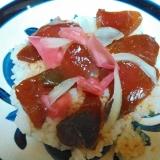 玉ねぎと紅しょうがのまぐろ漬け丼