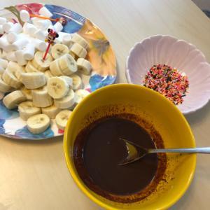 レンジで♡チョコと牛乳だけで作るチョコフォンデュ★