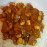 スパイシーな味・・・大豆とベーコンのトマトカレー煮