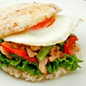 〔お手伝いレシピ〕パリパリご飯バーガー
