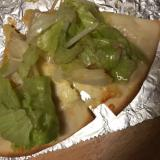 レタスともやしの中華和えのせチーズピザ