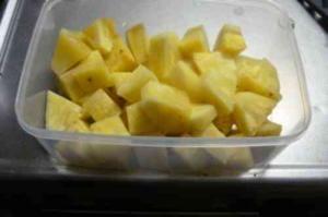 これでストレスなしに パイナップルの切り方