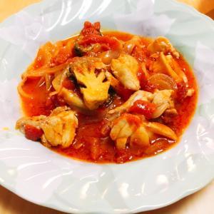 鶏肉とブロッコリーのトマト煮、ピリ辛で。