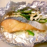 オーブンで簡単☆鮭と野菜、キノコのホイル焼き