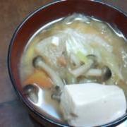 野菜いっぱい食べるお味噌汁