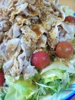 野菜もお肉も美味しく♪山盛り冷しゃぶサラダ