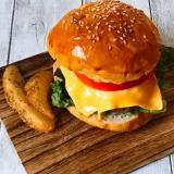 お肉100%のパティで作る贅沢ハンバーガー☆