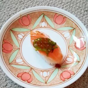 アトランティックサーモンとめかぶとイクラのお寿司