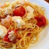 シーフードとトマトとモッツァレラのスパゲッティ