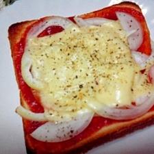 シンプル☆玉ねぎとチーズのピザ風トースト