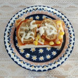 コーンとメンチカツのトースト♥