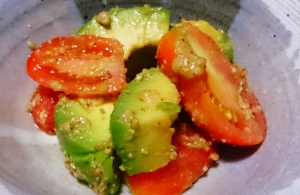 アボカドとトマトの和え物