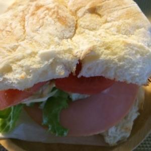 白パンで☆ハムと野菜のサンドイッチ