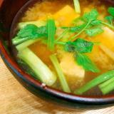 季節の味噌汁◎セリと豆腐の味噌汁