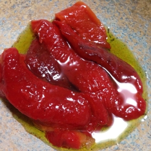 グリルダッチオーブンで焼いたパプリカのオイル漬け