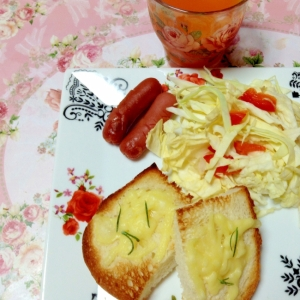 朝食に♡ハーブトーストと野菜ジュースのワンプレート