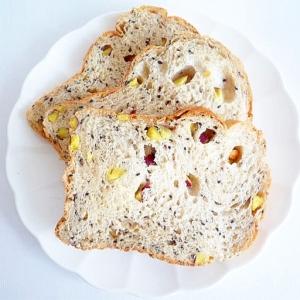 HB さつまいもと黒胡麻のパン
