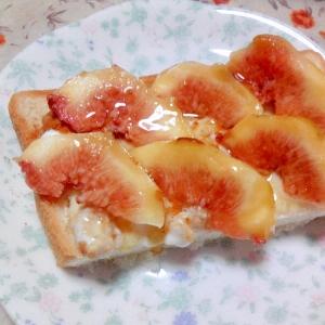無花果とフルグラヨーグルトのハニートースト