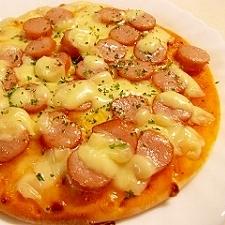 市販のピザで、Wチーズウインナー