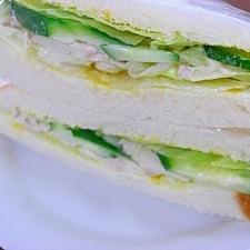 ツナマヨときゅうりとレタスのサンドイッチ