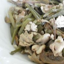 アガリスクとさつまいもの茎の煮物