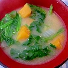 栄養バッチリ!かぼちゃとほうれん草の味噌汁☆