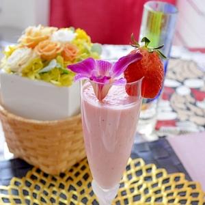 ブレンダーで簡単!ひな祭りに♪苺ヨーグルトジュース